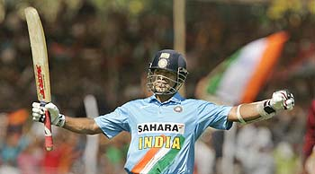 Sachin Tendulkar after scoring a 100 in the 4th ODI against the West Indies, 31 Jan 2007 [Photo: Times of India]