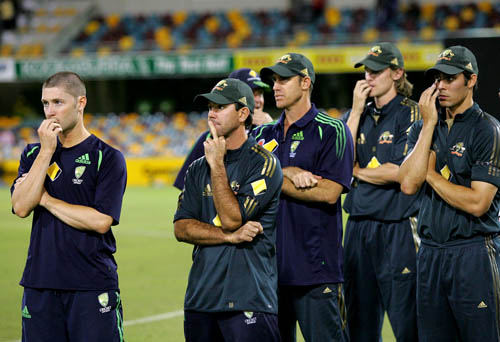 Ponting shows his middle finger…